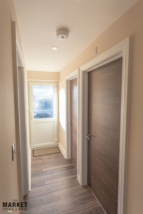 THE HAYES REFURBISHMENT Modern Corridor, Hallway and Staircase by The Market Design & Build Modern