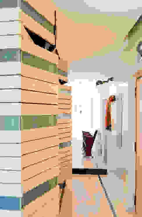 Ingresso-corridoio Ingresso, Corridoio & Scale in stile moderno di VITAE STUDIO - architettura Moderno