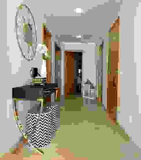 Atelier Ana Leonor Rocha Eclectic style corridor, hallway & stairs