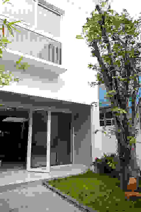 Balkon, Beranda & Teras Modern Oleh Công ty TNHH Xây Dựng TM – DV Song Phát Modern