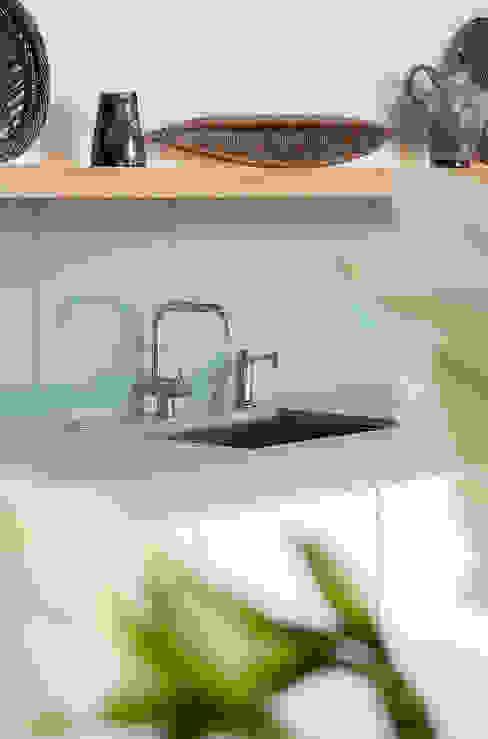 Kitchen by Kuche Design,