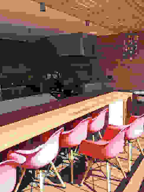 Penthouse Vitacura: Cocinas de estilo  por NEF Arq.