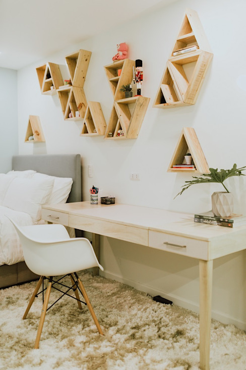 Girl's Bedroom 1 Modern style bedroom by Living Innovations Design Unlimited, Inc. Modern