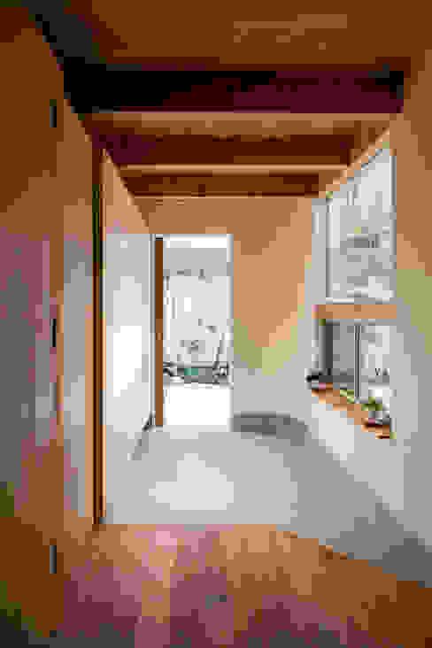 melt モダンスタイルの 玄関&廊下&階段 の 建築設計事務所SAI工房 モダン 木 木目調