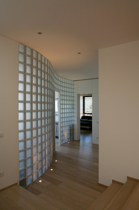Corridor and hallway by Studio Marastoni,