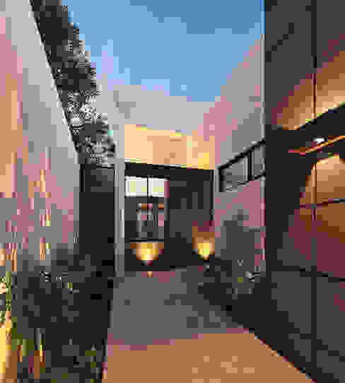 Heftye Arquitectura Modern Corridor, Hallway and Staircase