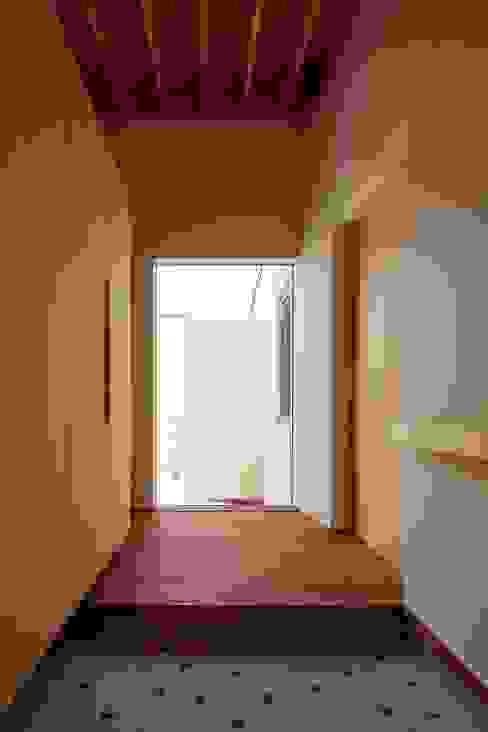 BLACK BOX モダンスタイルの 玄関&廊下&階段 の 株式会社 ATELIER O2 モダン