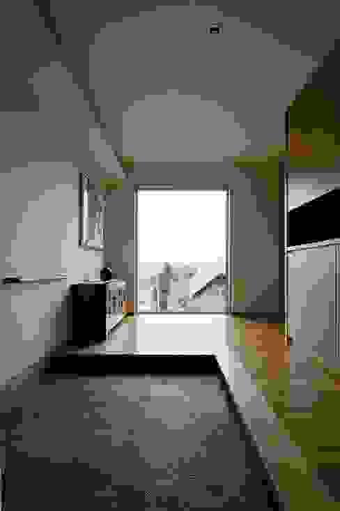 BORDER モダンスタイルの 玄関&廊下&階段 の 株式会社 ATELIER O2 モダン