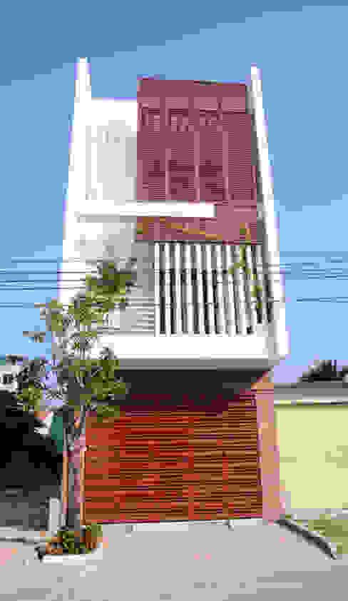 Mặt tiền ngôi nhà phố 3 tầng:  Nhà gia đình by Công ty TNHH Xây Dựng TM – DV Song Phát, Hiện đại