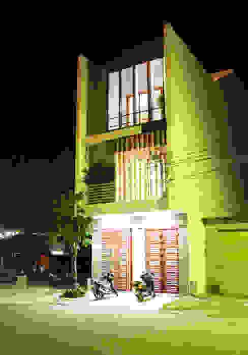 Thiết Kế Nhà Ống 3 Tầng Hướng Nội, Chan Hòa Với Thiên Nhiên:  Nhà gia đình by Công ty TNHH Xây Dựng TM – DV Song Phát, Hiện đại