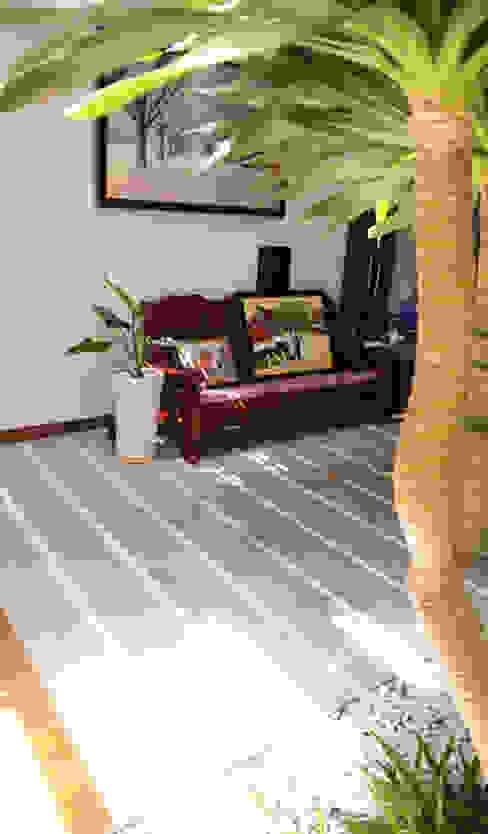 Thiết Kế Nhà Ống 3 Tầng Hướng Nội, Chan Hòa Với Thiên Nhiên Công ty TNHH Xây Dựng TM – DV Song Phát Phòng khách