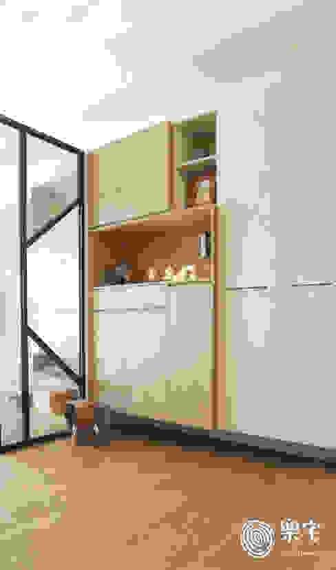 Livings de estilo ecléctico de 樂宅設計|系統傢俱 Ecléctico