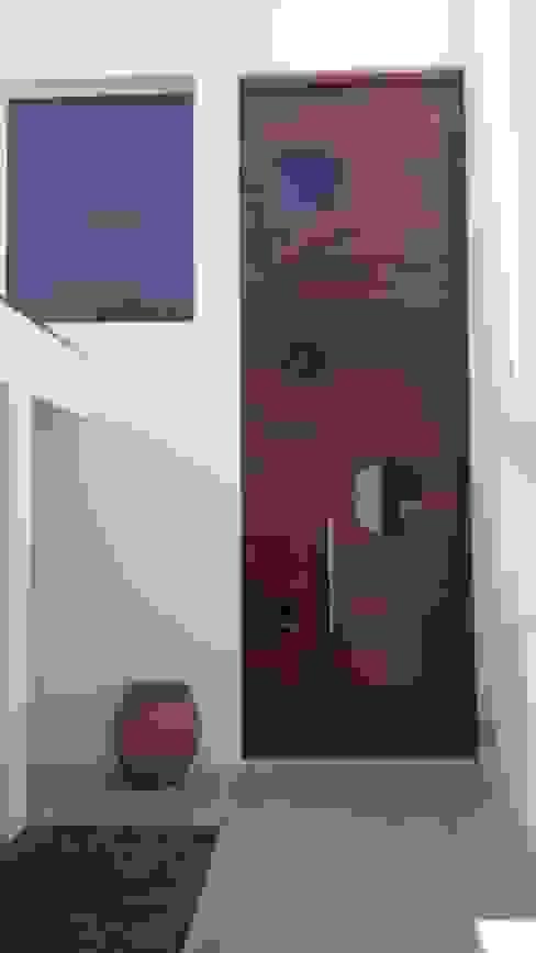 Puerta de Ingreso de Estudio A+I Moderno Madera Acabado en madera
