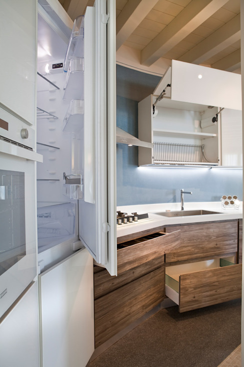Built-in kitchens by Fab Arredamenti su Misura, Modern Engineered Wood Transparent
