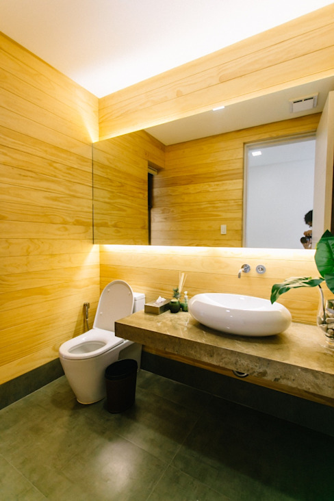 WW House Minimalist style bathroom by Living Innovations Design Unlimited, Inc. Minimalist