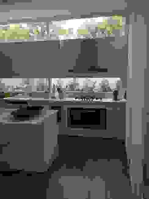 CASA EN TORTUGAS CC-COCINA de Estudio Dillon Terzaghi Arquitectura - Pilar Moderno Cuarzo