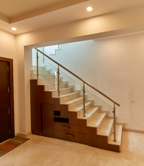Under stairs unit by homify Modern