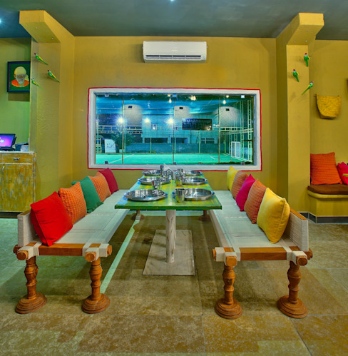 Bars & clubs by Saloni Narayankar Interiors, Rustic