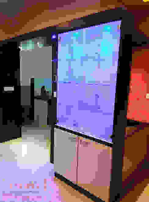 Crockery Unit Modern dining room by Utopia Interiors & Architect Modern