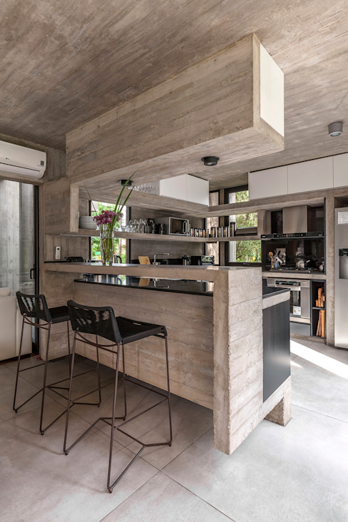 Cucina moderna di Besonías Almeida arquitectos Moderno Cemento
