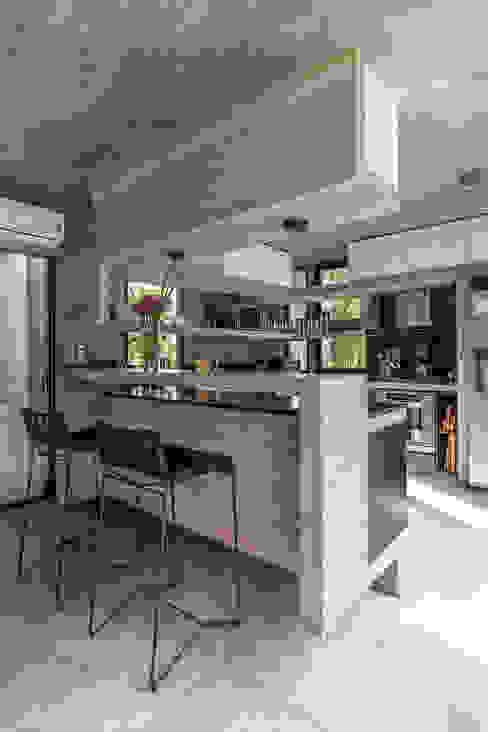 Besonías Almeida arquitectosが手掛けたキッチン, モダン コンクリート