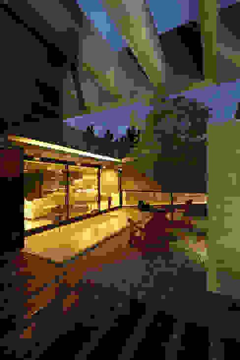 Minimalist house by Besonías Almeida arquitectos Minimalist Concrete