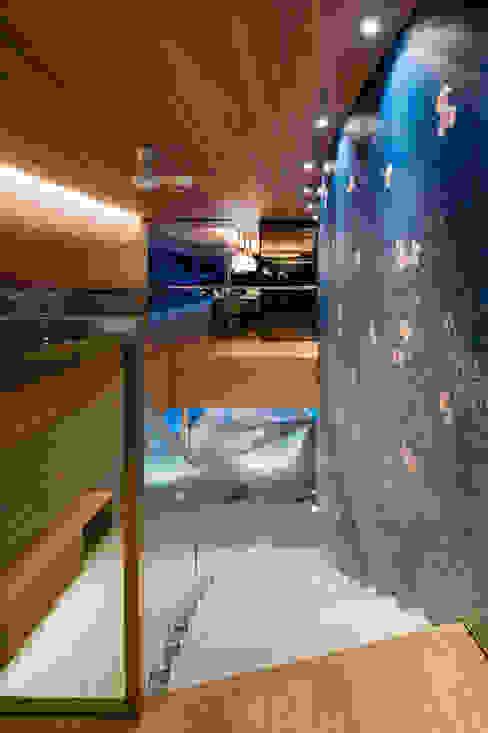 Modern corridor, hallway & stairs by Mアーキテクツ|高級邸宅 豪邸 注文住宅 別荘建築 LUXURY HOUSES | M-architects Modern Concrete
