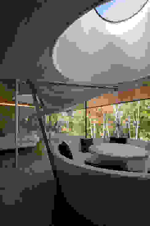 Modern balcony, veranda & terrace by Mアーキテクツ|高級邸宅 豪邸 注文住宅 別荘建築 LUXURY HOUSES | M-architects Modern Concrete