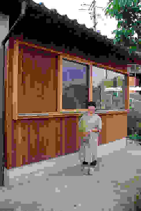 現代房屋設計點子、靈感 & 圖片 根據 丸菱建築計画事務所 MALUBISHI ARCHITECTS 現代風 木頭 Wood effect