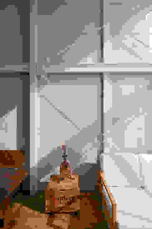 Kakko House 根據 山本嘉寛建築設計事務所 yyaa 工業風 鐵/鋼