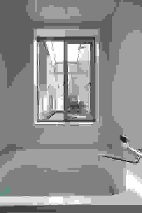 浴室 by 山本嘉寛建築設計事務所 YYAA