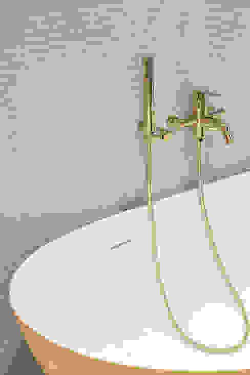 My Gold Casas de banho modernas por Smile Bath S.A. Moderno