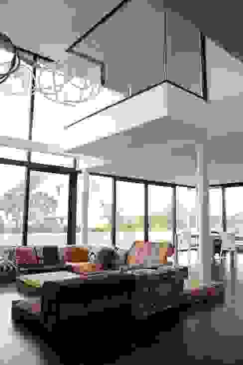 EC-Bois | Villa Carré | Bussy-Saint-Georges: Salon de style  par EC-BOIS, Moderne Bois d'ingénierie Transparent