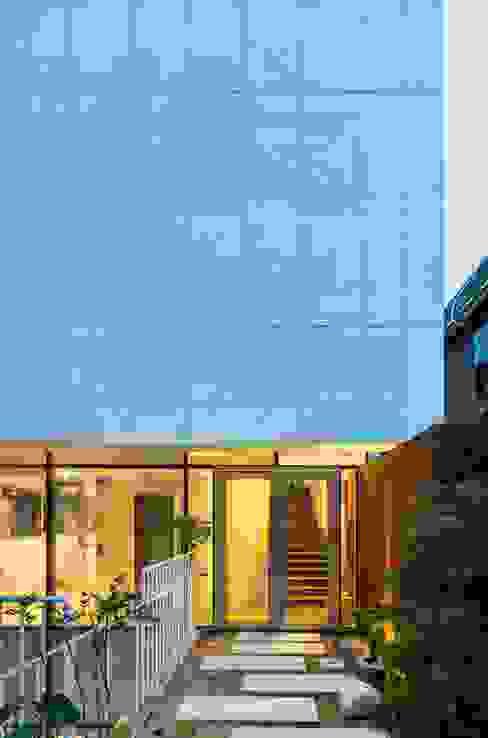 Moderne Häuser von L'eau Design Modern