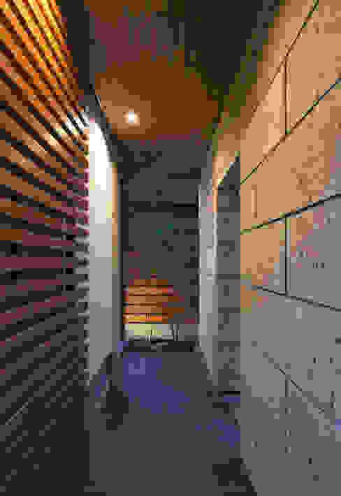 Rumah Modern Oleh かんばら設計室 Modern Batu