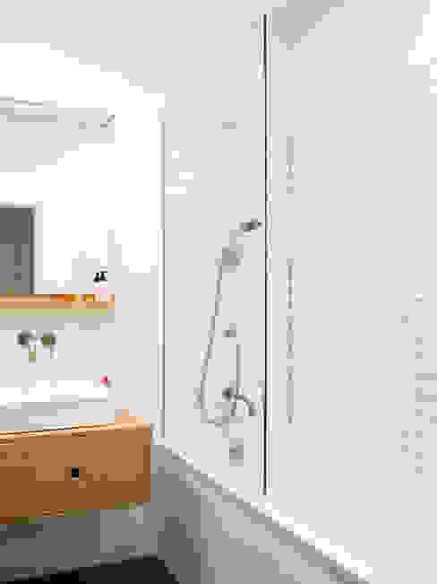 Moderne Badezimmer von Kevin Veenhuizen Architects Modern