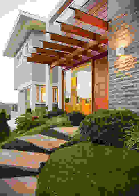 Terrace house by Maciel e Maira Arquitetos,