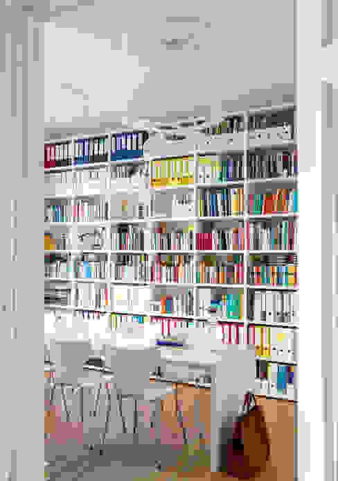 GANTZ - Regale und Einbauschränke nach Maß ห้องทำงาน/อ่านหนังสือ ไม้เอนจิเนียร์ White