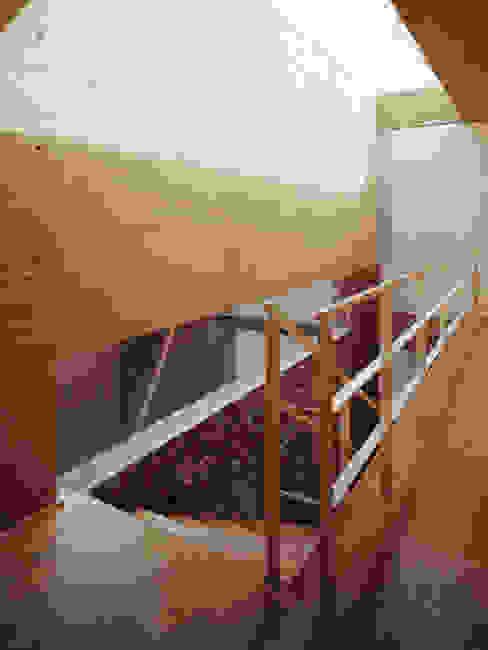 Vestíbulo Escalera Pasillos, vestíbulos y escaleras modernos de homify Moderno Concreto