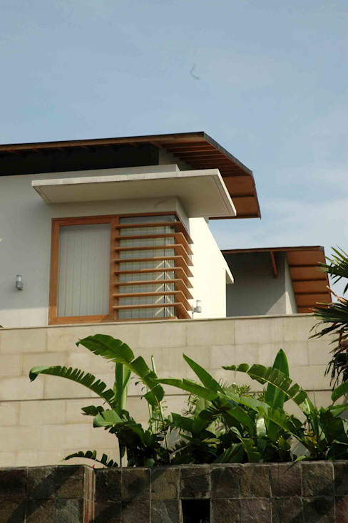 Residential_Landed_Semi-Detached House Rumah Tropis Oleh daksaja architects and planners Tropis Kayu Wood effect