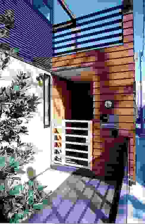Pasillos y recibidores de estilo  por (有)中尾英己建築設計事務所,