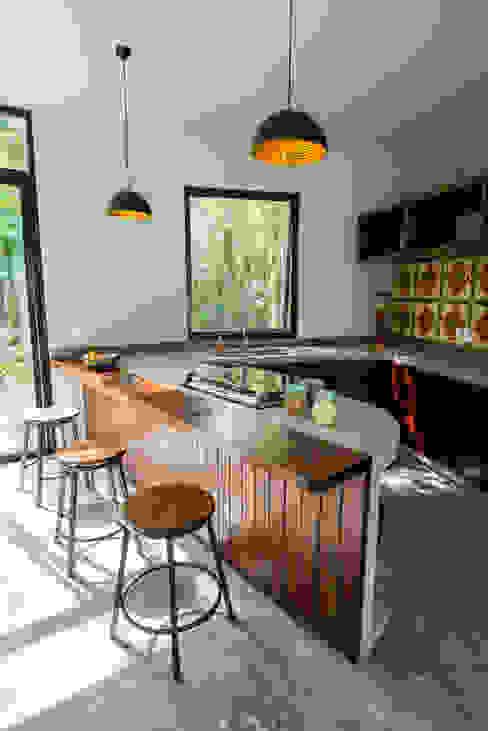 現代廚房設計點子、靈感&圖片 根據 CO-TA ARQUITECTURA 現代風