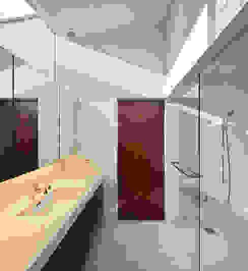Modern Bathroom by 山縣洋建築設計事務所 Modern