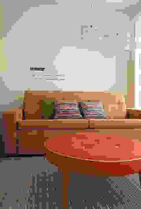 โดย SHI Studio, Sheila Moura Azevedo Interior Design สแกนดิเนเวียน