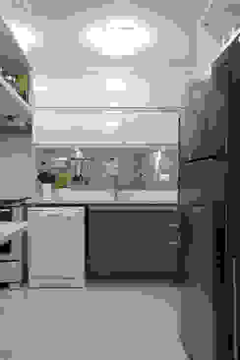 Cozinha em tons de cinza Cozinhas minimalistas por Semíramis Alice Arquitetura & Design Minimalista
