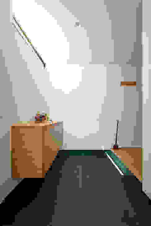 亞洲風玄關、階梯與走廊 根據 H建築スタジオ 日式風、東方風