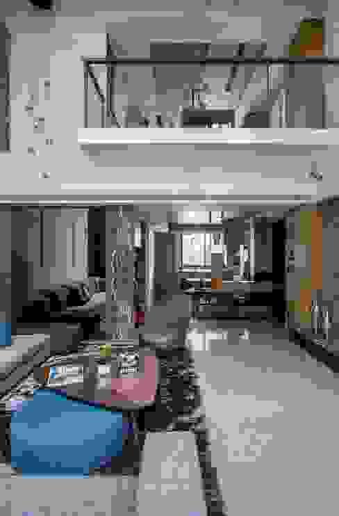 喆境 现代客厅設計點子、靈感 & 圖片 根據 築青室內裝修有限公司 現代風