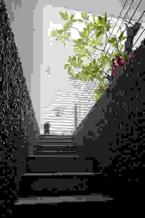 Projekty,  Schody zaprojektowane przez Công ty TNHH Xây Dựng TM – DV Song Phát, Nowoczesny