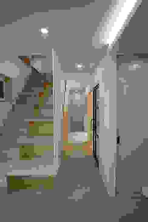 계단 및 복도: 위드하임의  계단