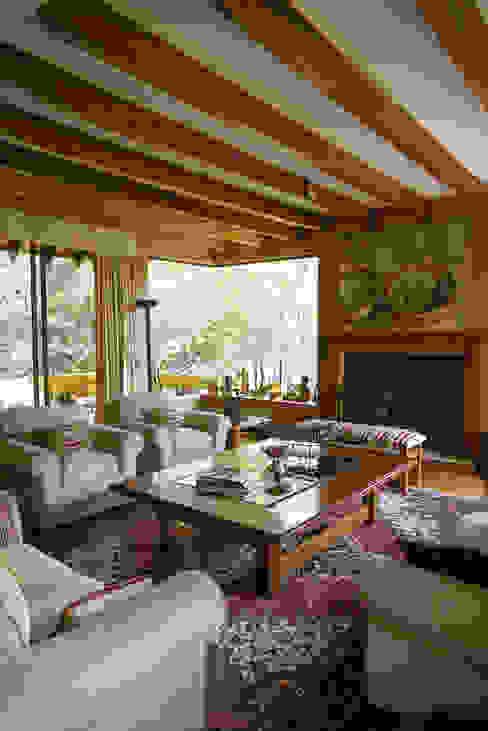 Hermoso Entorno · El Arrayán, Lo Barnechea, Chile Livings de estilo moderno de Francisco Vicuña Balaresque Moderno